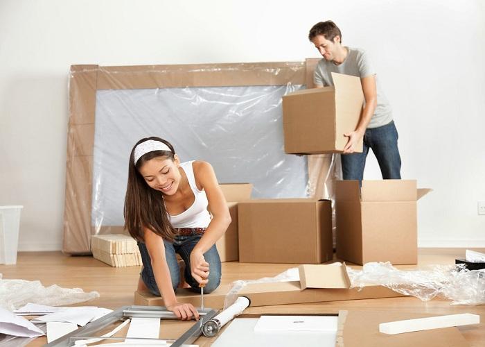Tháo dở đồ khi chuyển nhà bằng tua vít
