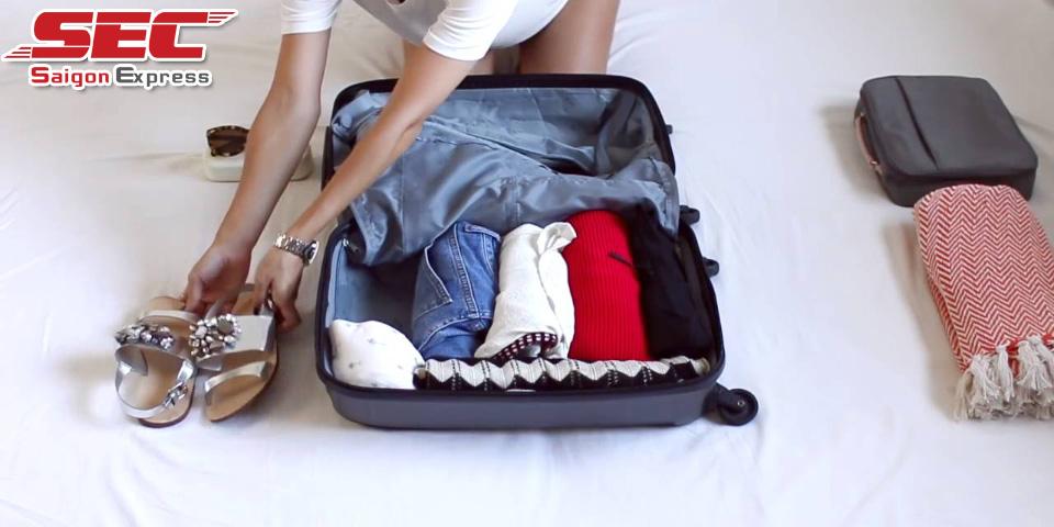 Cách đóng gói quần áo khi chuyển nhà nhanh gọn ít nhăn
