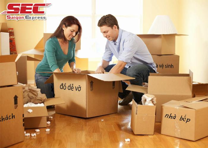 Đóng gói đồ đạc khi chuyển nhà
